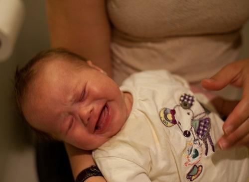 Как помочь новорожденному при запоре